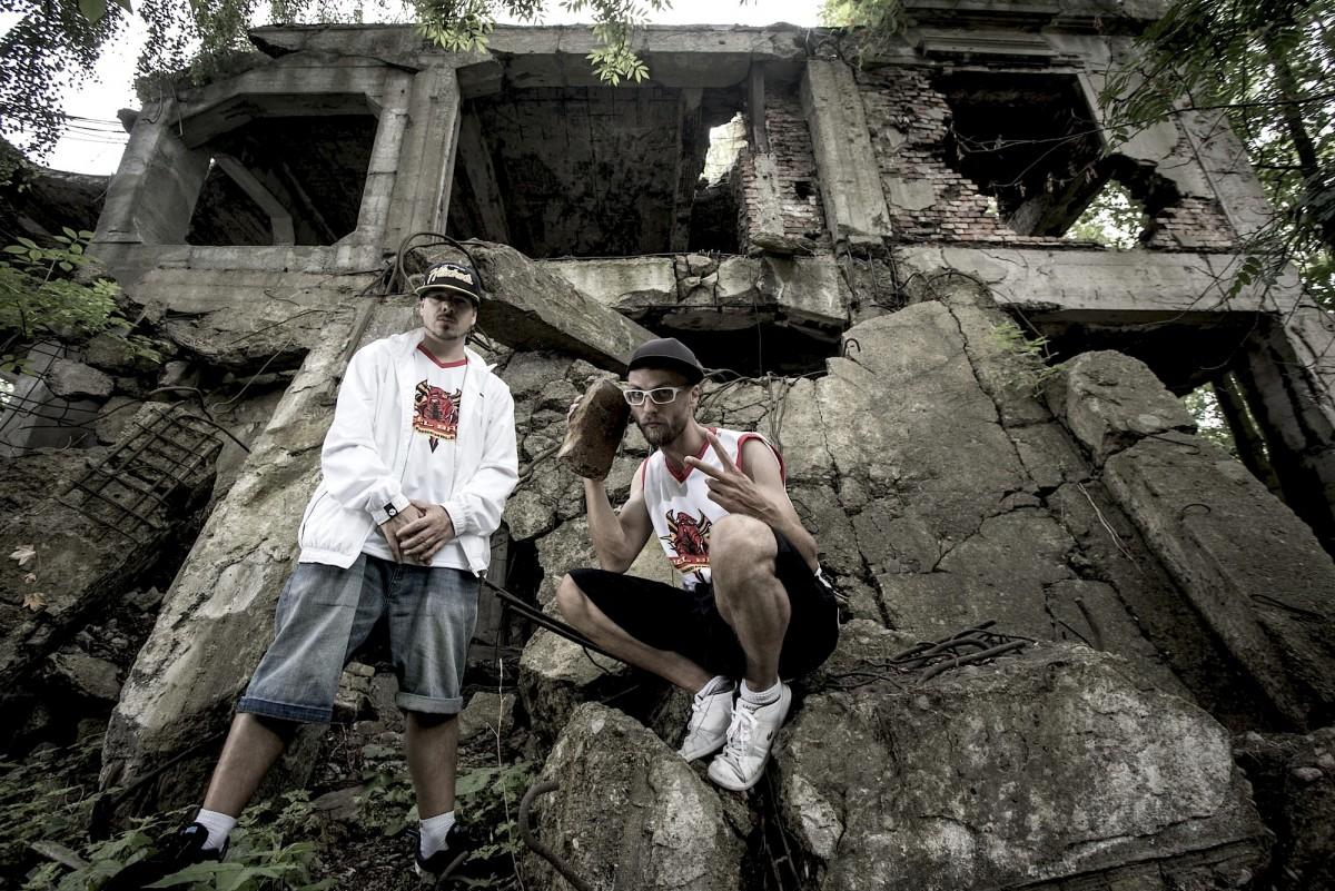 Els rapers Rapsusklei i Jan Feat són dos dels principals instigadors de Rebel Babel